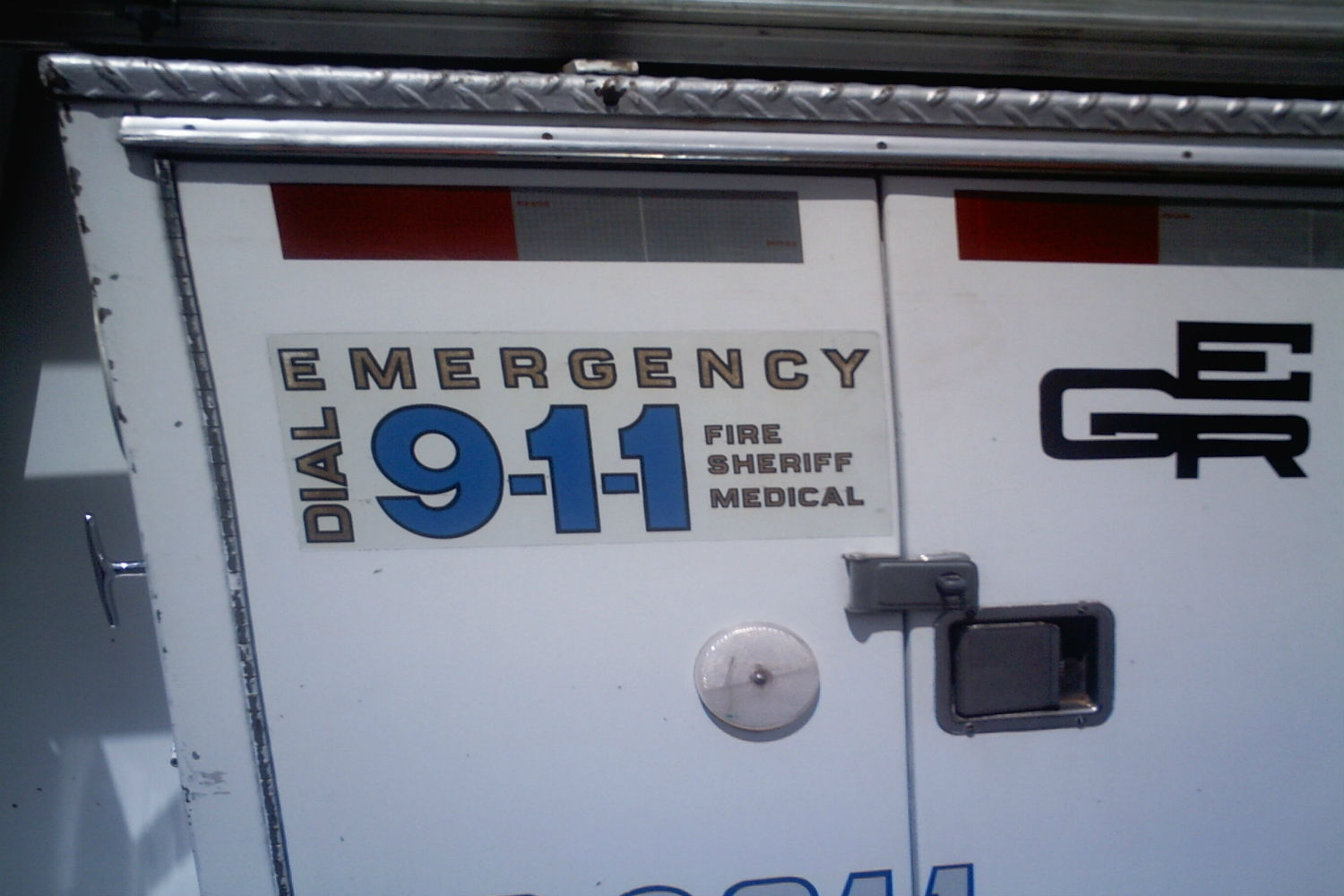 Emergency 911 sign GuardianMPS Celling yourself short blog header image_large